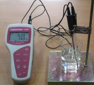 Kalibrasi ph meter dengan larutan buffer.