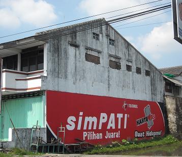 Contoh dinding rumah untuk iklan di jalan Godean, Yogyakarta