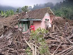Contoh kerugian material akibat tanah longsor