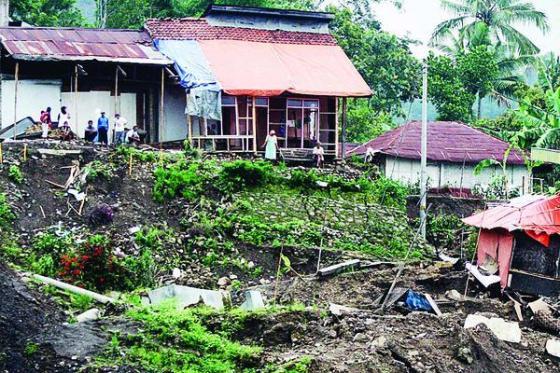 Tanah longsor menyebabkan banyak pihak menjadi korban