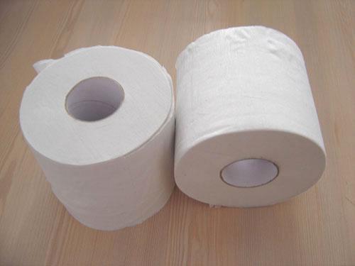Kertas tissue toilet di meja