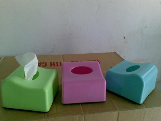 Kotak tempat sisue untuk meja makan.