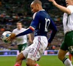 Handsball Thiery Henry yang secara kontroversial meloloskan tim Perancis.