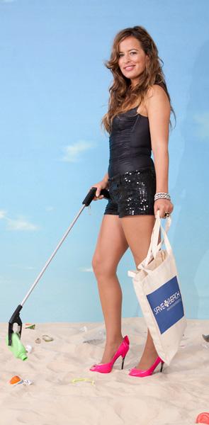 Promosi oleh model Jade Jagger.