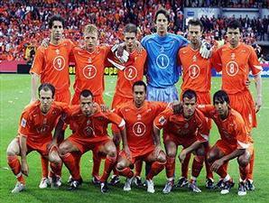 Kostum kebanggaan tim Belanda.