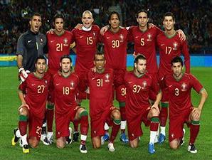Kostum kebanggaan tim Portugal.