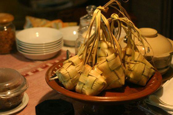 Ketupat dari daun kelapa