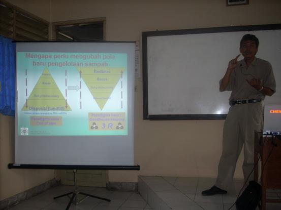 Presentasi Pengelolaan Sampah terkait Kebersihan