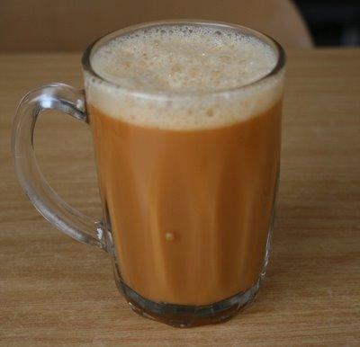Segelas teh susu yang merupakan minuman populer di negeri jiran.