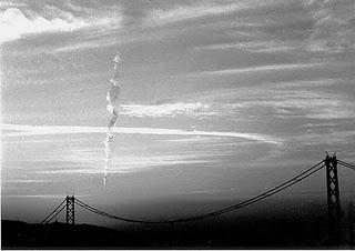 Awan vertikal (mitos pertanda gempa ?) di Kobe Jepang.