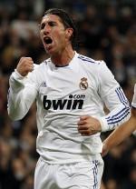 Logo sponsor judi online di jersey Real Madrid.