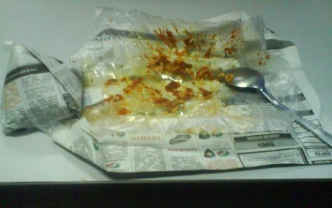 Sampah sisa bungkus nasi lemak.