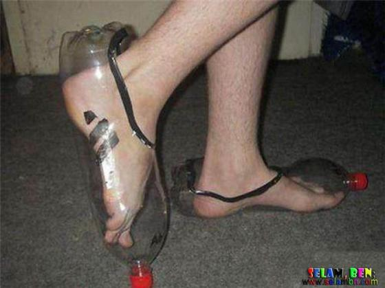 Botol bekas jadi sepatu.