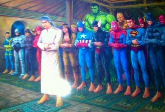 Para superhero sedang sholat berjamaah.