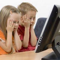 Anak-anak harus didampingi saat berselancar di internet.