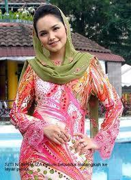 Kalau Siti Nurhaliza ini baru saya yakin memang asli comel...