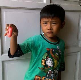 Inilah anak yang gemar memakan sabun.