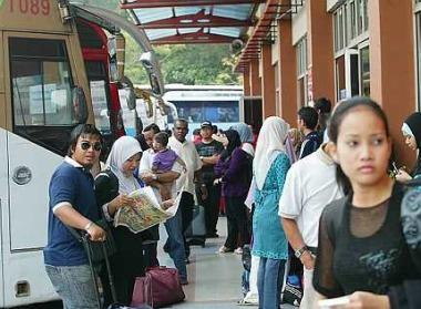 Suasana hentian Duta untuk layanan bis arah utara.