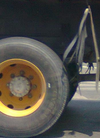 Kotoran akan selalu tergosok, sehingga roda jadi selalu bersih.