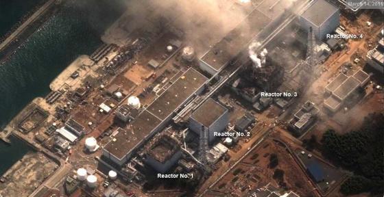 Foto satelit PLTN Fukushima Daiichi sesudah meledak (Tanggal 14 Maret 2011)