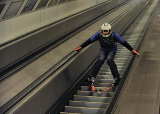 Main ski di eskalator.
