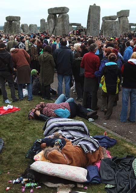Para peserta festival di Stonehenge.