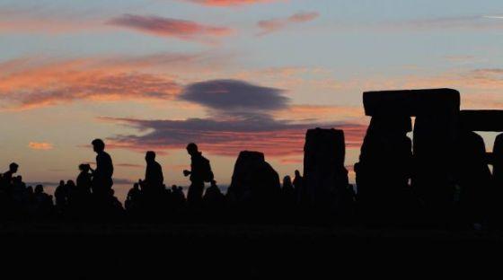 Menjelang matahari terbit saat summer solstice.