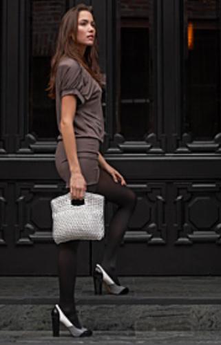 Yang pakai tas tangan juga cantik lho...