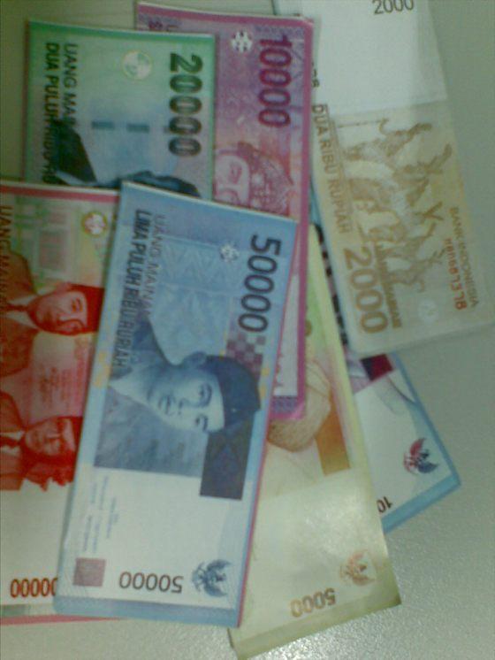 Sekilas seperti uang asli, padahal hanyalah uang untuk mainan monopoli.