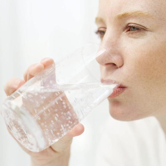 Minum air putih apa air jernih ya ?