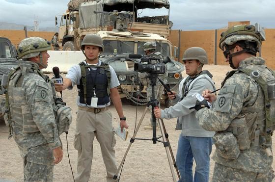 Model embedded journalist untuk meliput perang secara live.