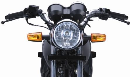 Lampu isyarat belok di bagian depan motor.