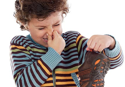 Sepatu bikin bau tidak sedap.
