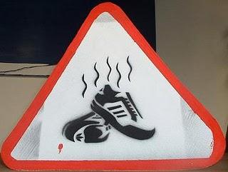 Waspada lah pada bau sepatu...
