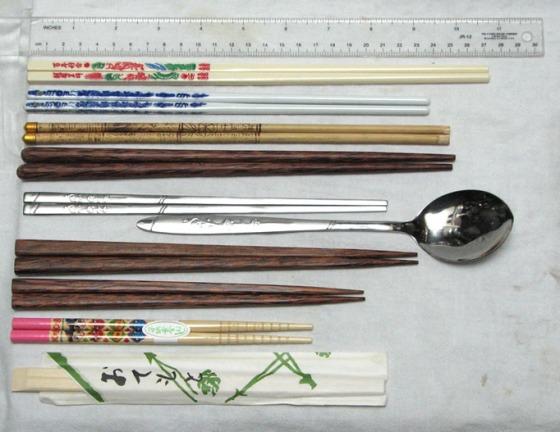 Berbagai jenis sumpit yang ada di pasaran.