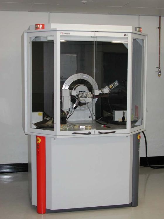 Alat instrumentasi XRD untuk analisis kristal.