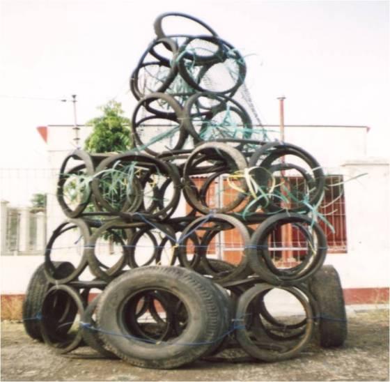 Pemanfaatan ban bekas untuk rumpon di Indonesia.