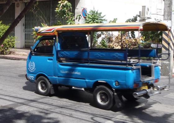 Tuktuk - kendaraan angkutan andalan.