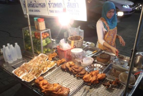 Makanan siap saji yang banyak dijual di Hatyai