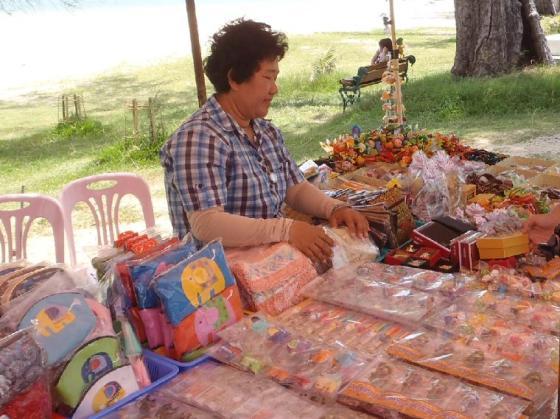 Penjual souvenir